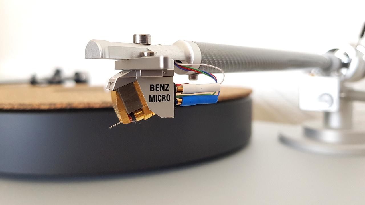 Clearaudio Satisfy Tonarm mit Benz Micro Gullwing SLR MC Cartridge